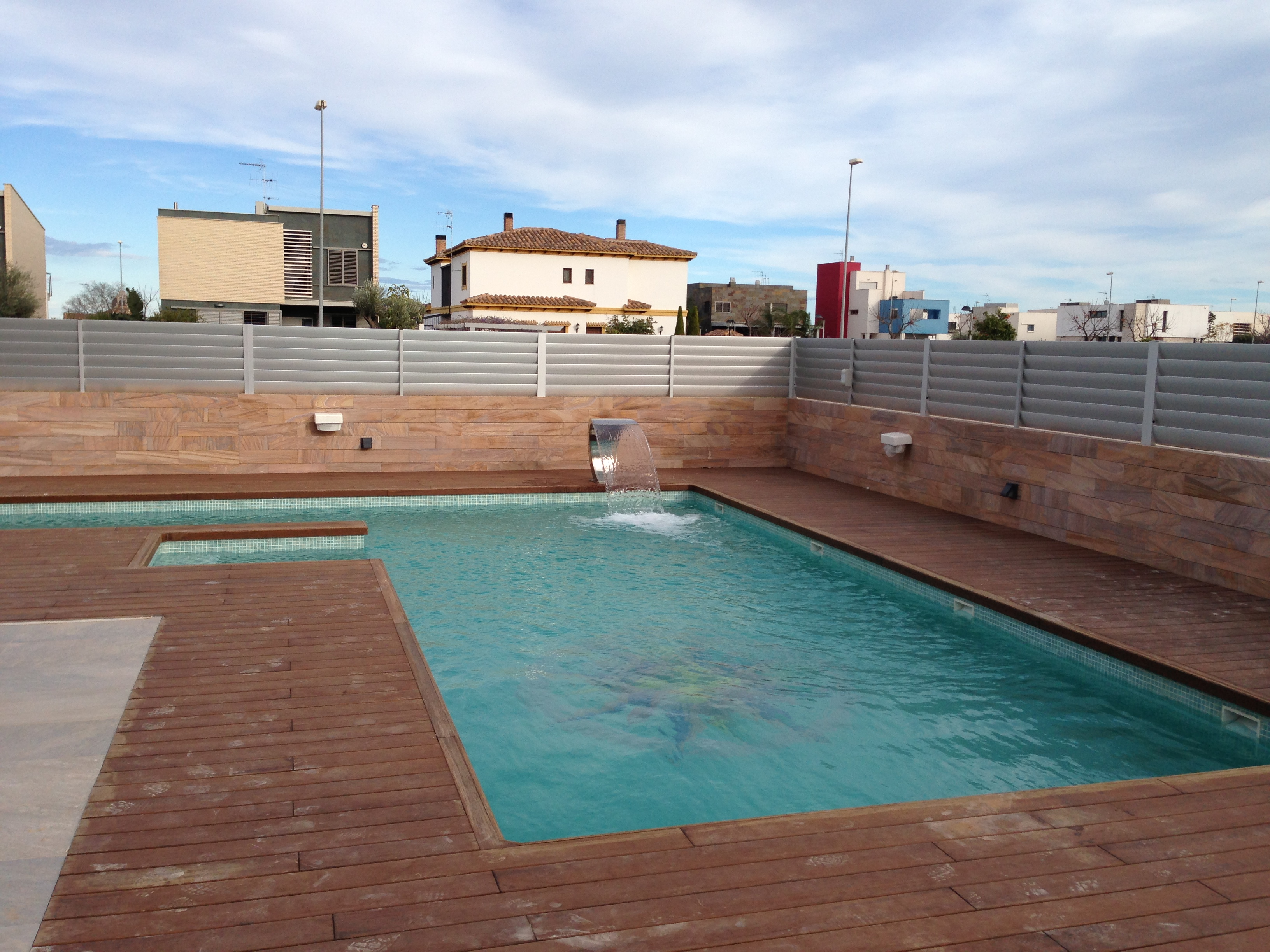 Madera piscinas thpool for Limpiadores de piscinas